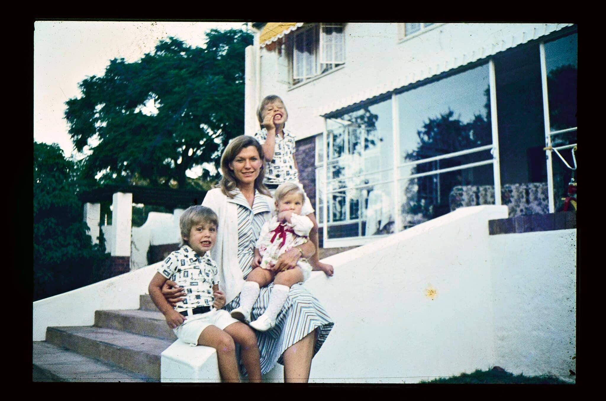 Musk_1976_Maye__Elon__Kimbal__Tosca_rt-(1)