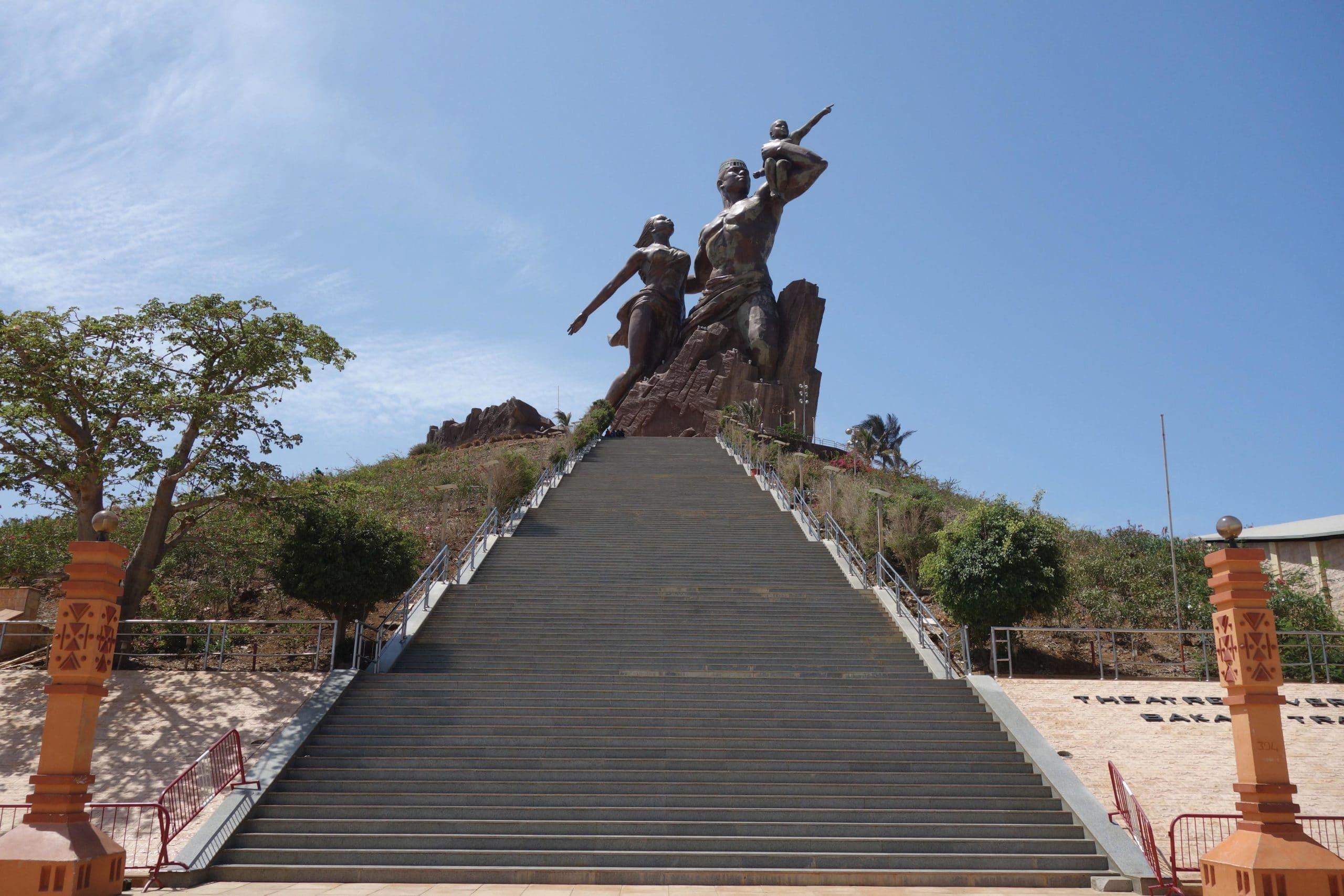 african-renaissance-monument-de-la-renaissance-africaine-senegal