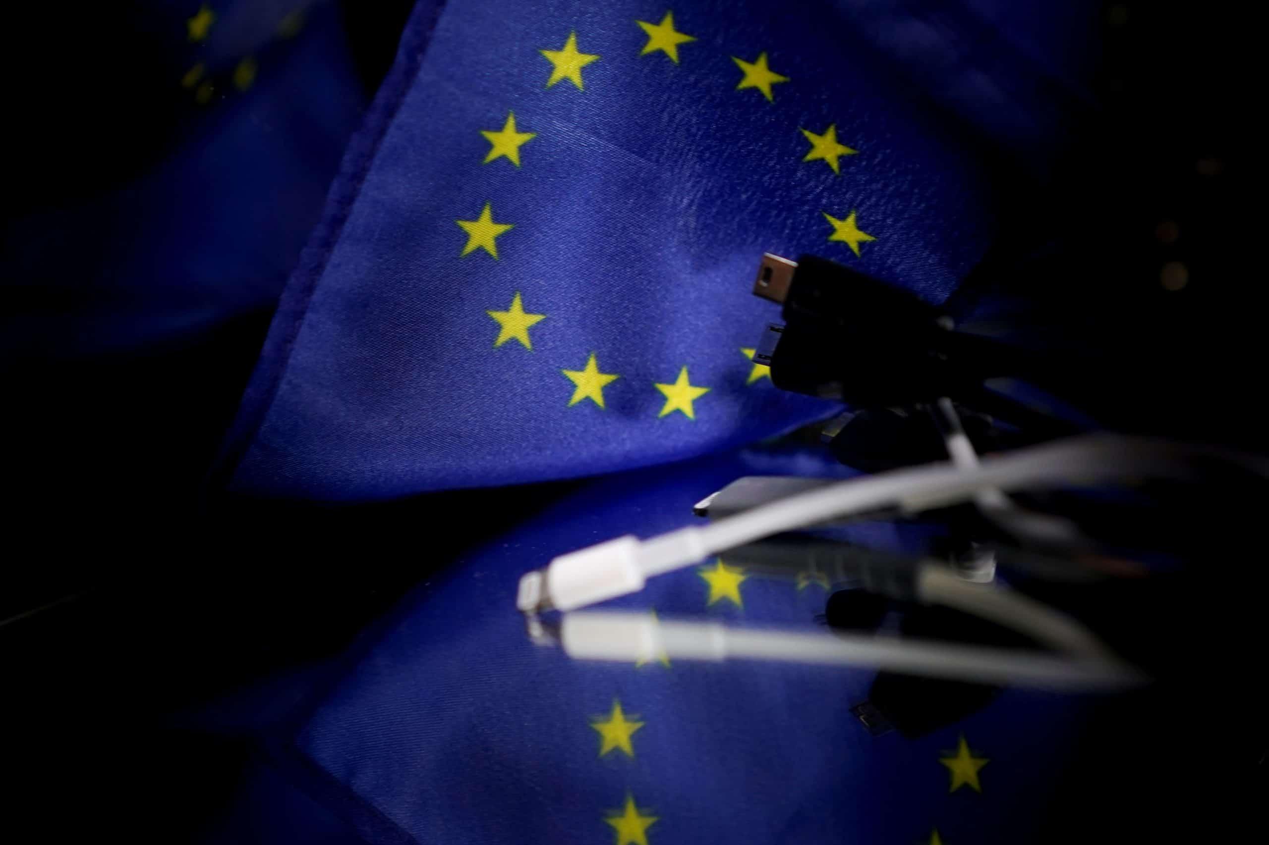 BELGIUM-EU-CHARGER-PHONE